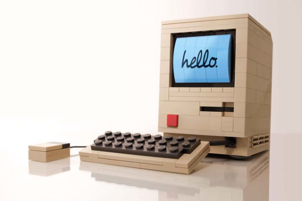 Old school Macintosh computer… Lego style.