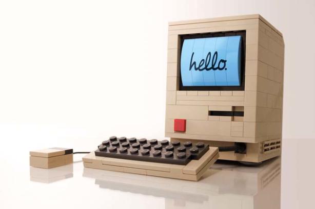 Old school Macintosh computer… Lego style.