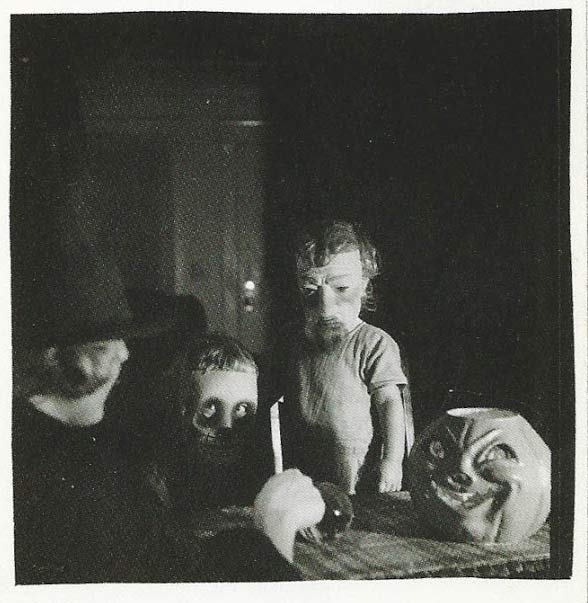 creepy-horrifying-vintage-halloween-costumes