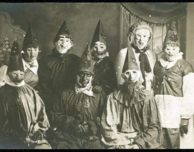 creepy-vintage-halloween-costumes15