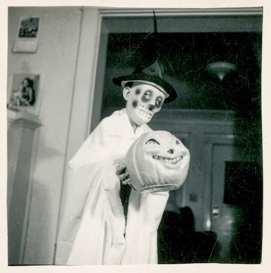 creepy-vintage-halloween-customs-scary