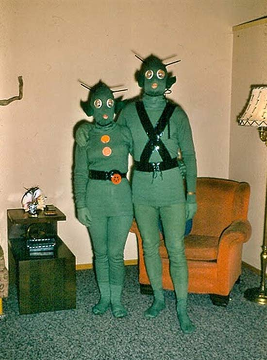funny-family-vintage-alien-costumes