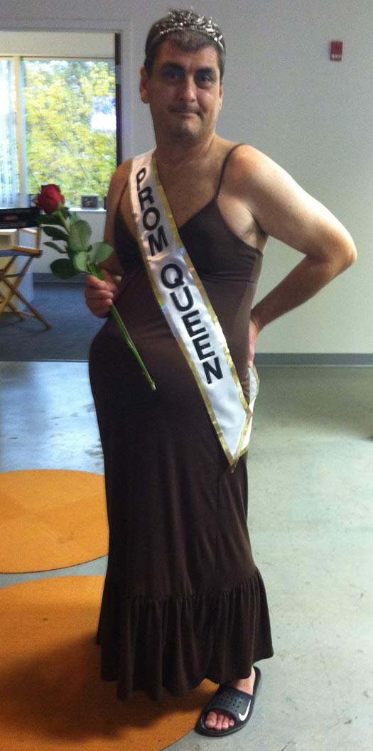 pregnant-prom-queen-bad-halloween-costumes