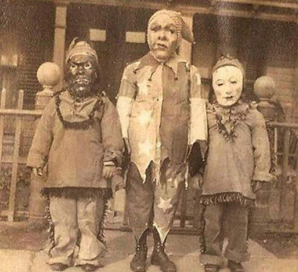 Simple-but-Scary-Vintage-Halloween-Costumes-5