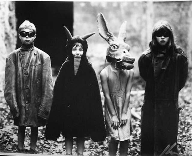 35 Creepy Cool Vintage Halloween Costumes