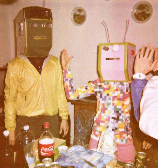 vintage-robots-kitchen-family